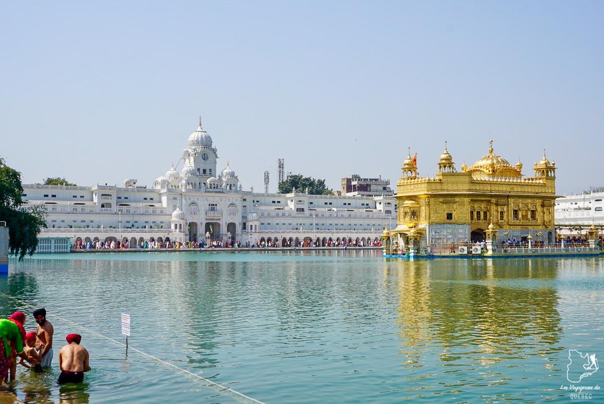 Golden temple à Amritsar en Inde dans notre article Voyager seule en Inde en tant que femme : Conseils d'une voyageuse en solo #voyage #femme #femmeseule #voyagerensolo #inde #asie