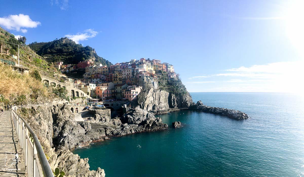 Village de Manarola dans les Cinque Terre en Italie dans notre article Visiter les Cinque Terre en Italie avec ses charmants villages colorés #cinqueterre #italie #ligurie #voyage #europe