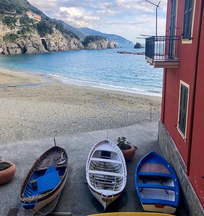 Plage village historique de Monterosso en Italie dans notre article Visiter les Cinque Terre en Italie avec ses charmants villages colorés #cinqueterre #italie #ligurie #voyage #europe