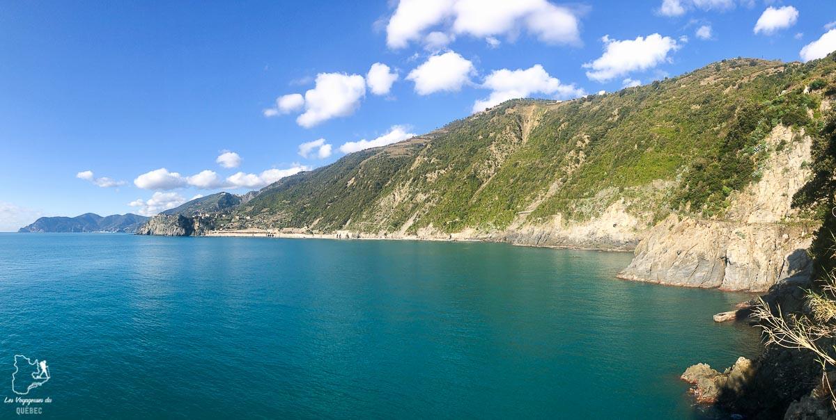 Beau paysage des Cinque Terre en Ligurie en Italie dans notre article Visiter les Cinque Terre en Italie avec ses charmants villages colorés #cinqueterre #italie #ligurie #voyage #europe