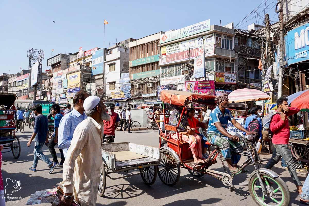 Chaos dans le Vieux Delhi en Inde dans notre article Voyager seule en Inde en tant que femme : Conseils d'une voyageuse en solo #voyage #femme #femmeseule #voyagerensolo #inde #asie